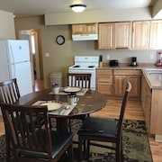 Freshly Remodeled 2 Bedroom, Full Kitchen, living Room Suite, in Cascade (Nice)