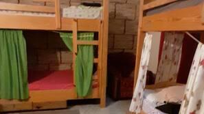 Mobiliario individual y espacio para trabajar con un portátil