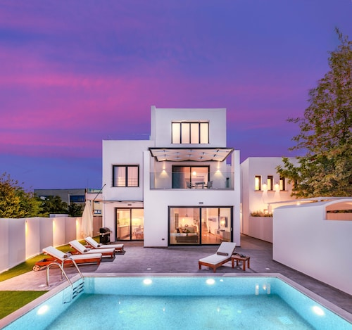 Blue Harmony Luxury Villas