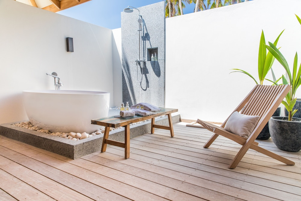 Deep Soaking Bathtub, Kagi Maldives Spa Island