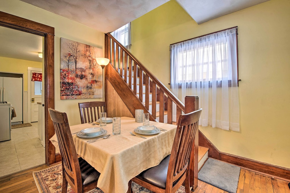 In-Room Dining, New! Charming Home, Near University & Attractions!
