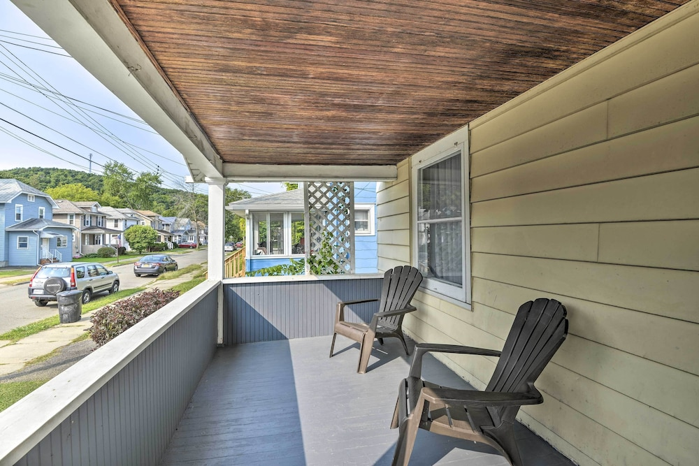 Balcony, New! Charming Home, Near University & Attractions!