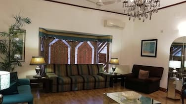 Carnations Suites - Luxury Rooms in the heart of Islamabad!!