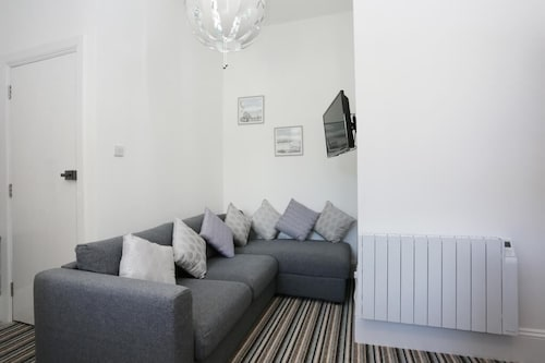 Bournecoast: Apartment IN Town Centre Area Close TO THE Sandy Beaches - Fm6273