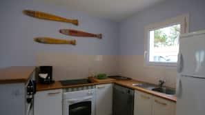 Réfrigérateur, micro-ondes, fourneau de cuisine, cafetière/bouilloire