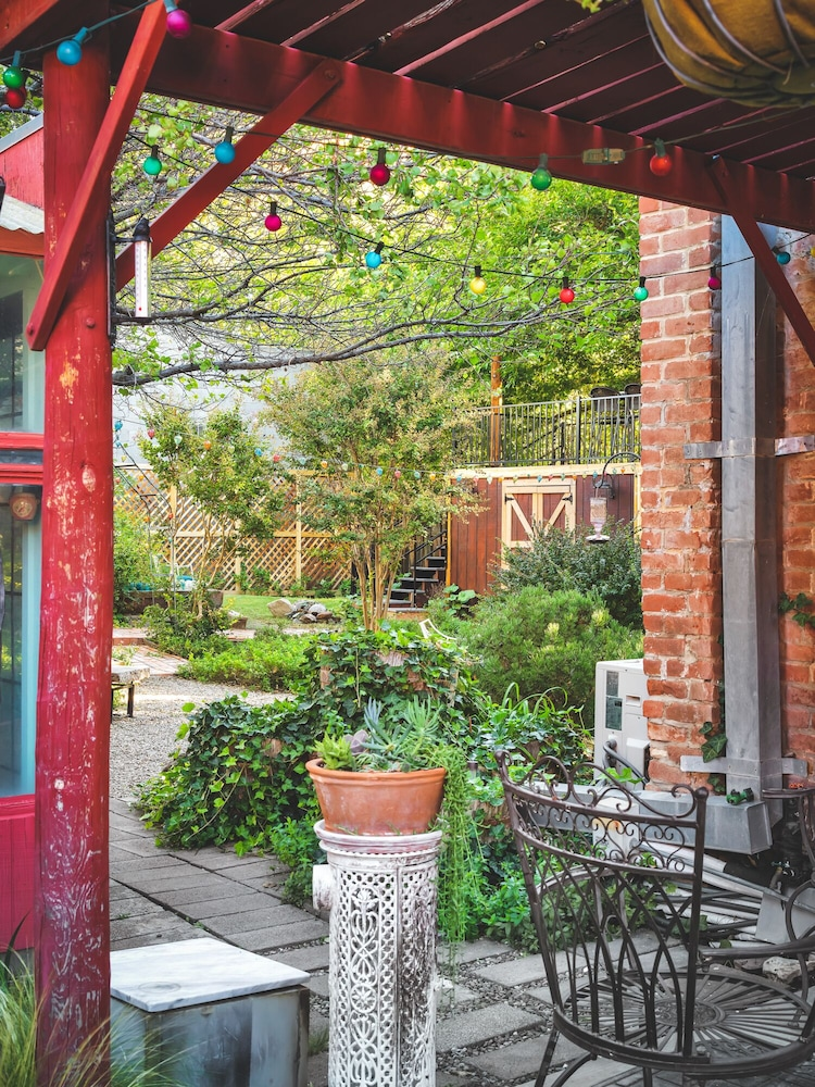 Balcony, Beautiful & charming Elizabeth Warren Historical home - built in 1886