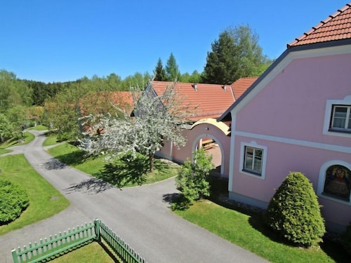 Litschau Apartment, Sleeps 6 With Pool and Wifi