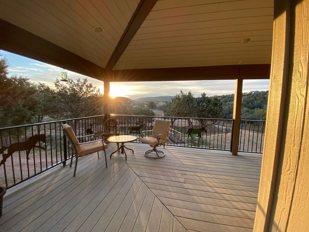 Balcony, B&B Ranch Bordering Natl. Forest, Horses Welcome
