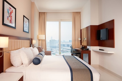 2BR - Treppan Hotel & Suites, Luxury Accommodation in Dubai Sports City