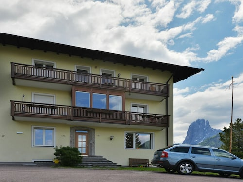 Lovely apartment for 6 guests with WIFI, TV, balcony and parking