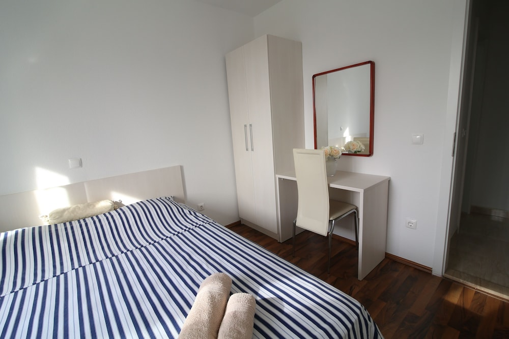 Room, Apartments Avdic
