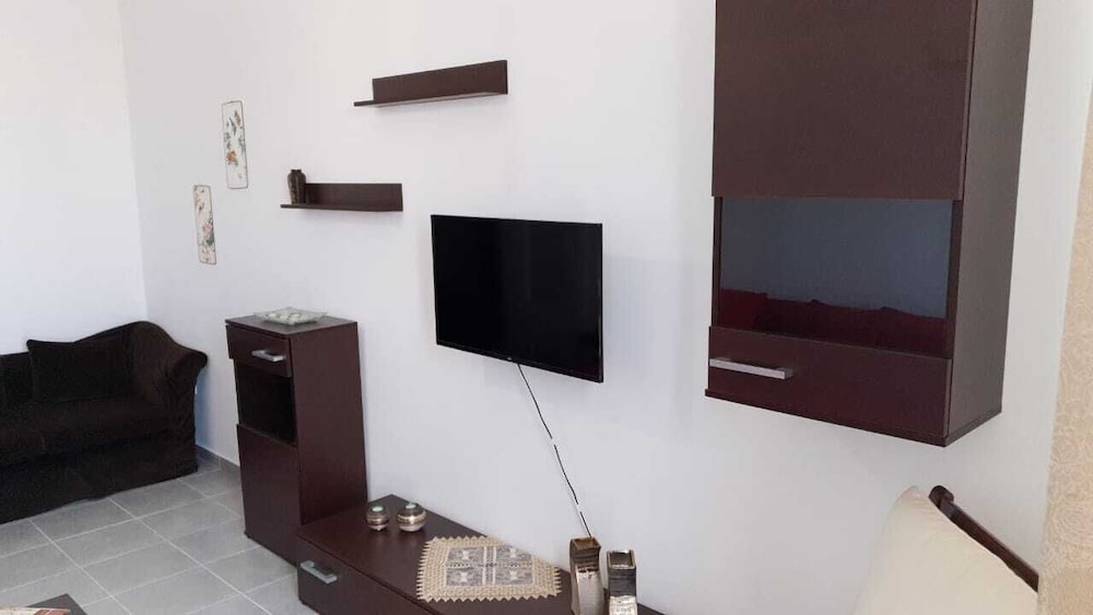 Living Area, Lovely Flat Near Port! Few Min From City Center