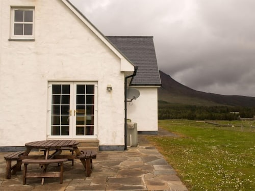 East Kilbride Holiday Home Sleeps 10 With Wifi Isle Of Skye Gbr Best Price Guarantee Lastminute Co Nz