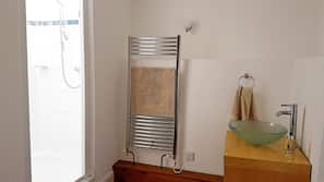 1 bedroom, iron/ironing board, cots/infant beds, Internet