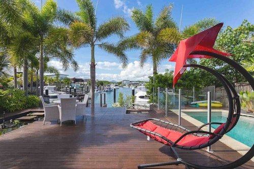 Large Family House · Cairns Beaches Home With Water View &bbq Sleep 12