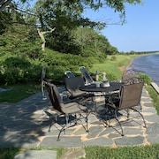 Jamesport, Family Friendly Waterfront Cottage With a Private Beach