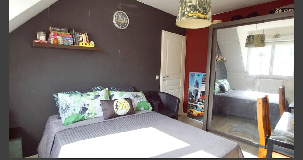 Room, House With 4 Bedrooms in La Madeleine, With Enclosed Garden and Wifi