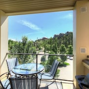 #1305 Pinnacle Pointe Condo