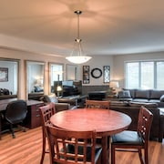 #1405 Pinnacle Pointe Condo