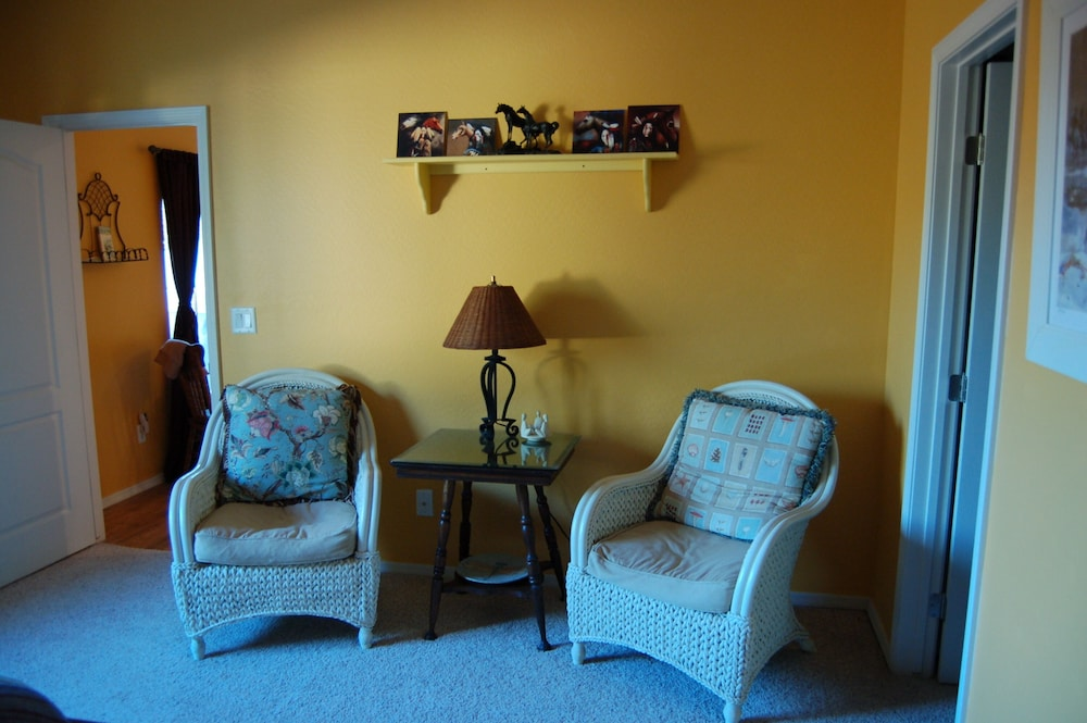 Living Room, Sedona Area - Pets Welcome! Available January 2021