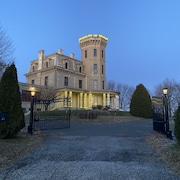 Historic Castle 1876 13 Mins to Wing Foot cc Border of Greenwich and New York