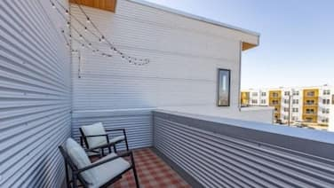 Bright Modern Mins From Downtown Nashville! 2 Bedroom Condo