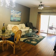 First-floor 2-bedroom Condo in Botanical Place-2 Miles to 5th Avenue