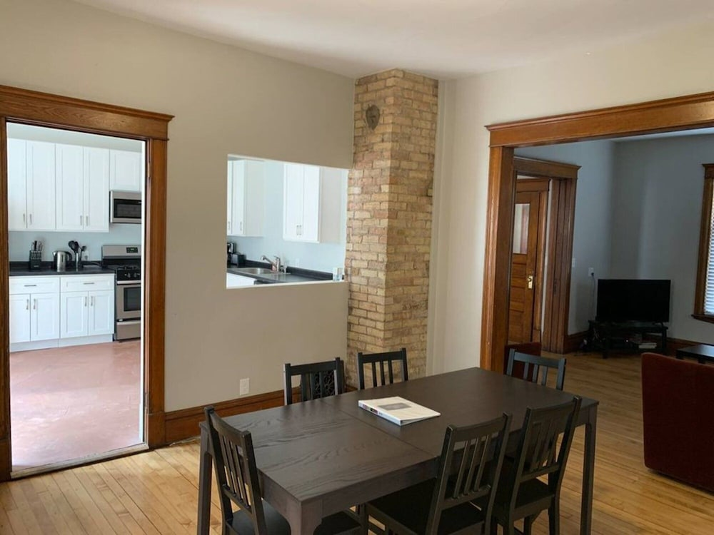 Private Kitchen, Large charming family space close to Minneapolis!