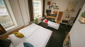 Zimmersafe, laptopgeeigneter Arbeitsplatz, Bügeleisen/Bügelbrett