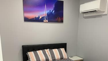 Cozy Studio apartment :1 Bedroom, 1 queen sleeper sofa  & 1 full bath.(Sleeps 4)