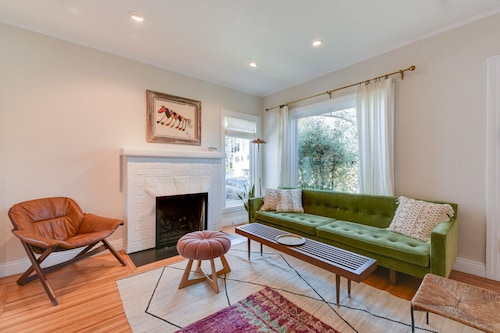 Stylish & Cozy Berkeley Home Close to Everything