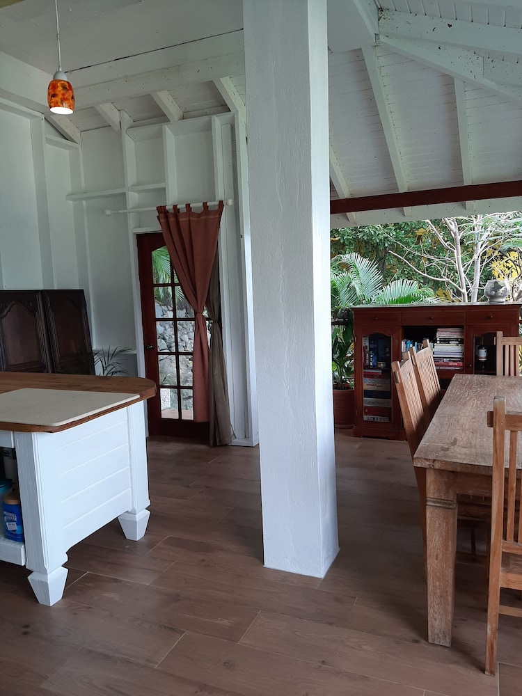 , Walk to Surf, Fiber Optic, Short or Long Term Stays Overlooking Apple Bay