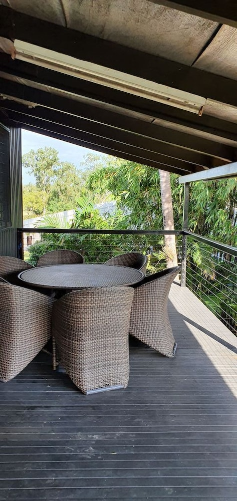 Balcony, 3 Bedroom Home & Pool / Champagne Stays Darwin