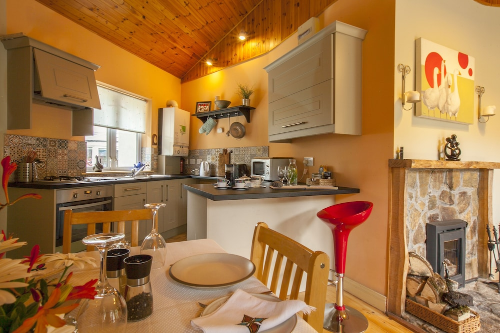 Private Kitchen, Luxury Stone Cottage in the Wicklow Mountains