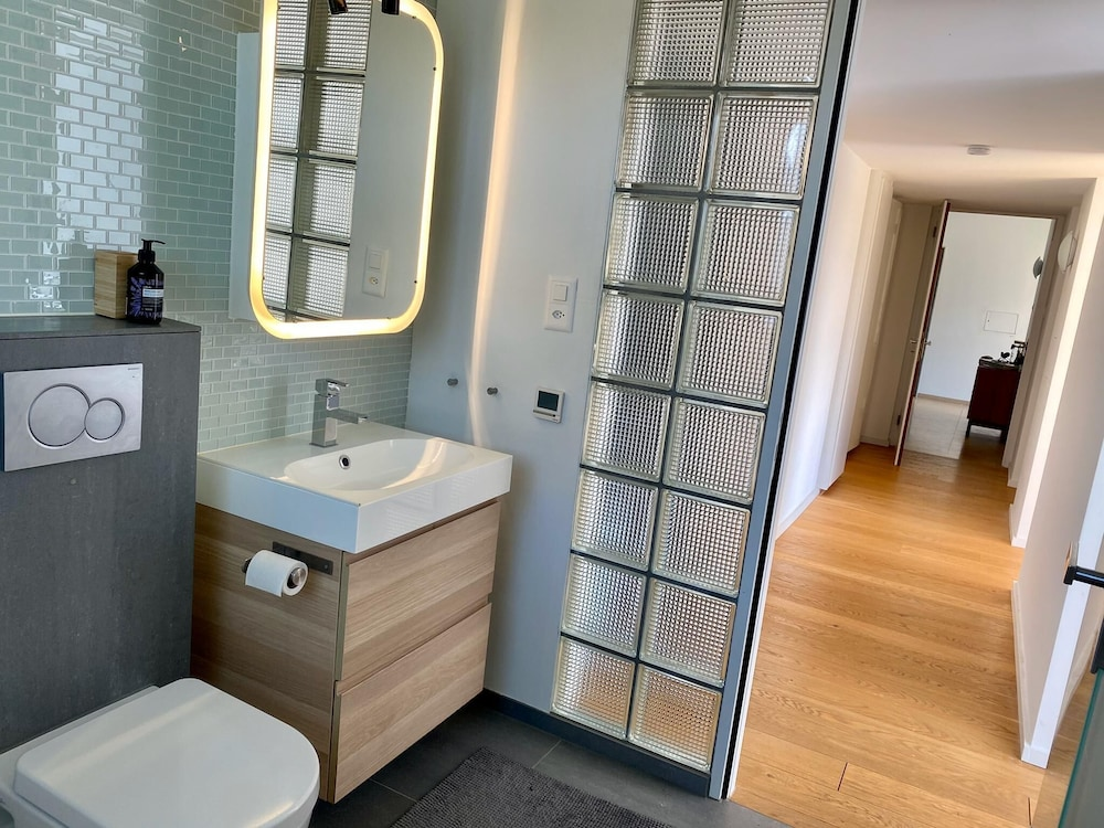 Bathroom, Luxury Apartment -Exclusive Neighborhood