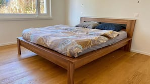 Hypo-allergenic bedding, laptop workspace, iron/ironing board, free WiFi