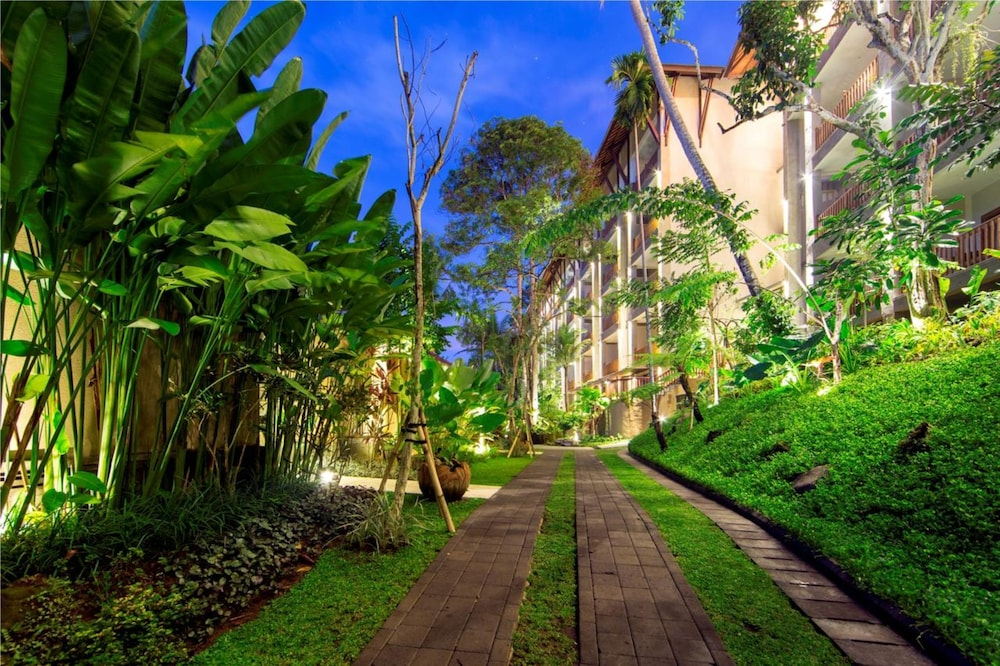 Property Grounds, Private Suite in Ubud, Sleeps 2 Pax, Surrounded by Lush Greenery