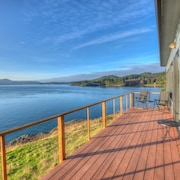 Waterfront Cabin With Breathtaking Bay Views, Walking Distance to Doe Bay Resort