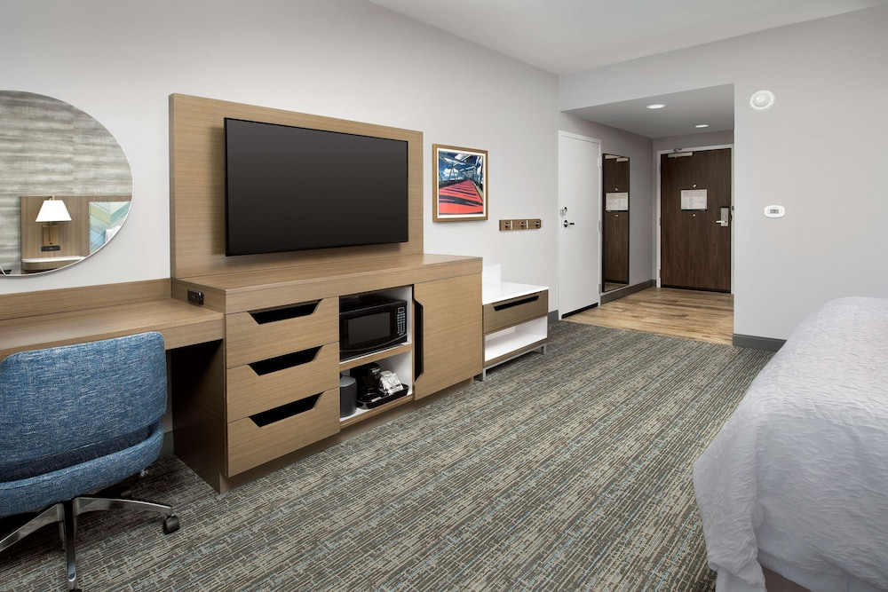 Living Area, Hampton Inn Boston Logan Airport Chelsea
