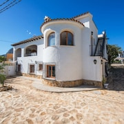 Villa - 4 Bedrooms with Pool, WiFi and Sea views - 104965