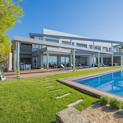 Villa - 5 Bedrooms with Pool, WiFi and Sea views - 105009