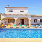 Villa - 4 Bedrooms with Pool, WiFi and Sea views - 105045