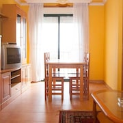 Apartment - 3 Bedrooms with Sea views - 107773