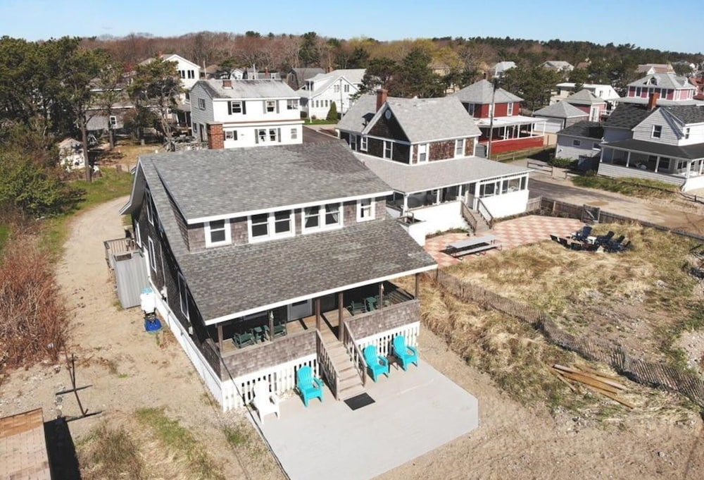 , Quintessential Remodeled Oceanfront Beach Cottage