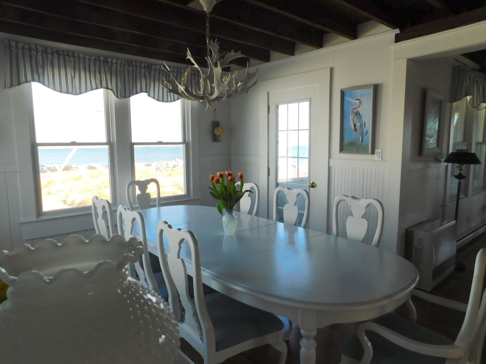 Private Kitchen, Quintessential Remodeled Oceanfront Beach Cottage