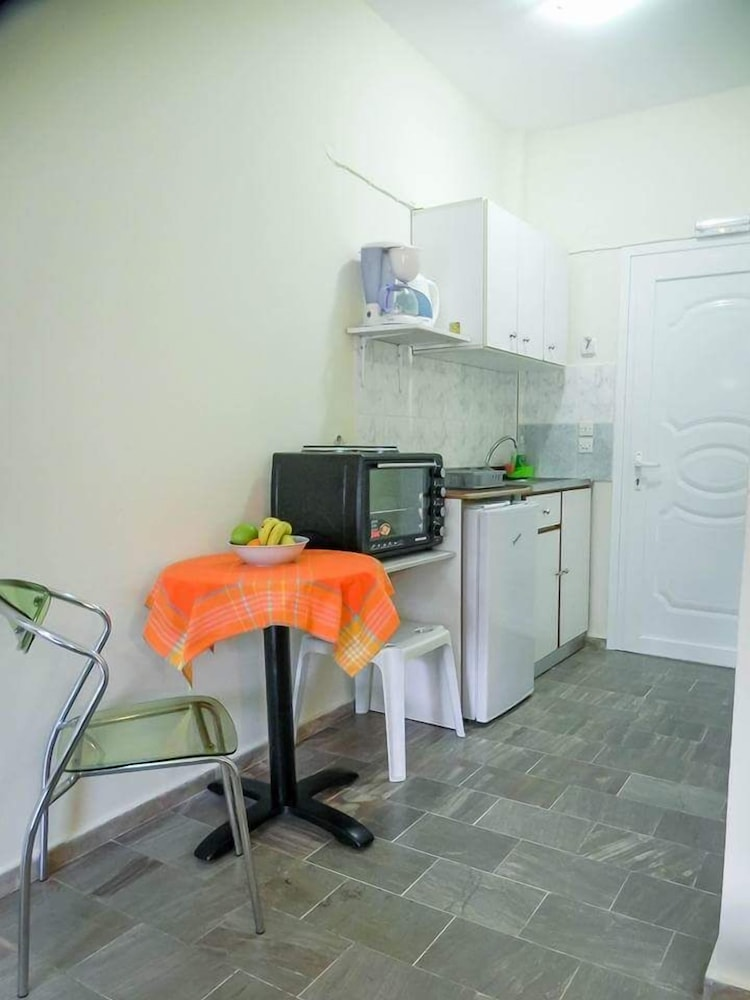 Private Kitchenette, Voula Ilias Studios