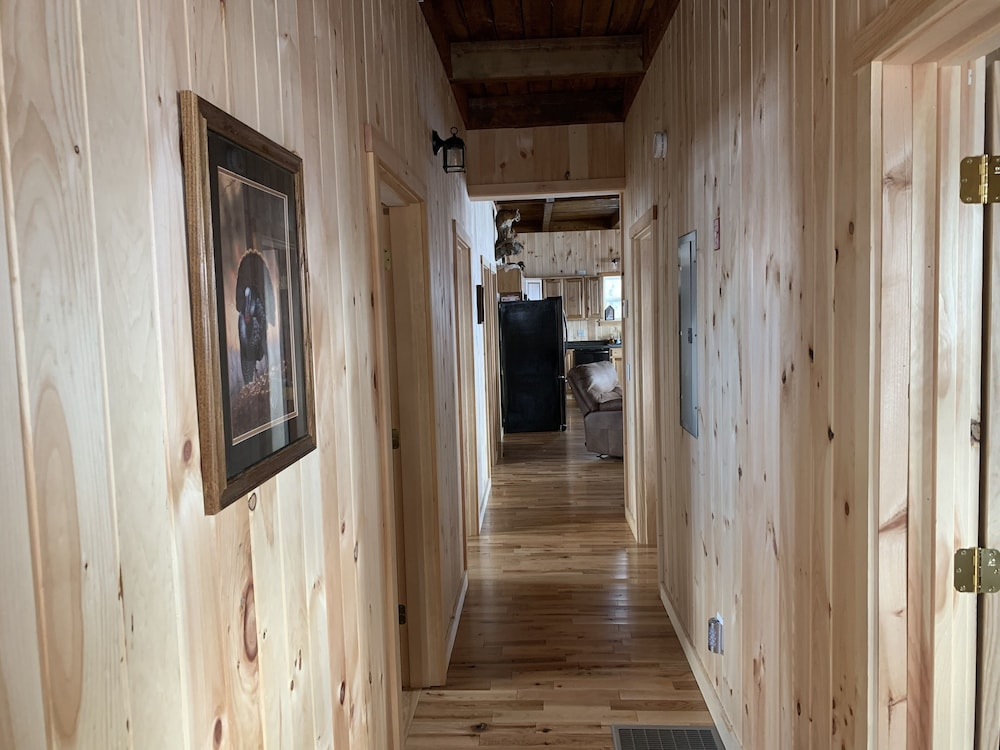 Interior, Country Style log Cabin Retreat With all of the Amenities