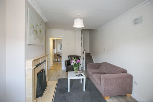 Ballsbridge 2 Bedroom 1 Bathroom Duplex - Parking Gratuit - 5 Personnes