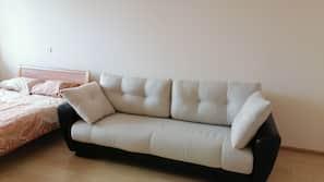 Schreibtisch, Bügeleisen/Bügelbrett, kostenpflichtige Zustellbetten