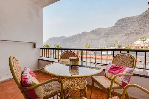 Bungalow Los Gigantes Close to the Beach With Mountain View, Sea View & Balcony